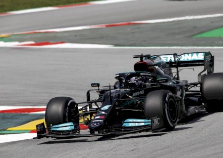 Hamilton supera Verstappen e consegue 100ª pole position da carreira